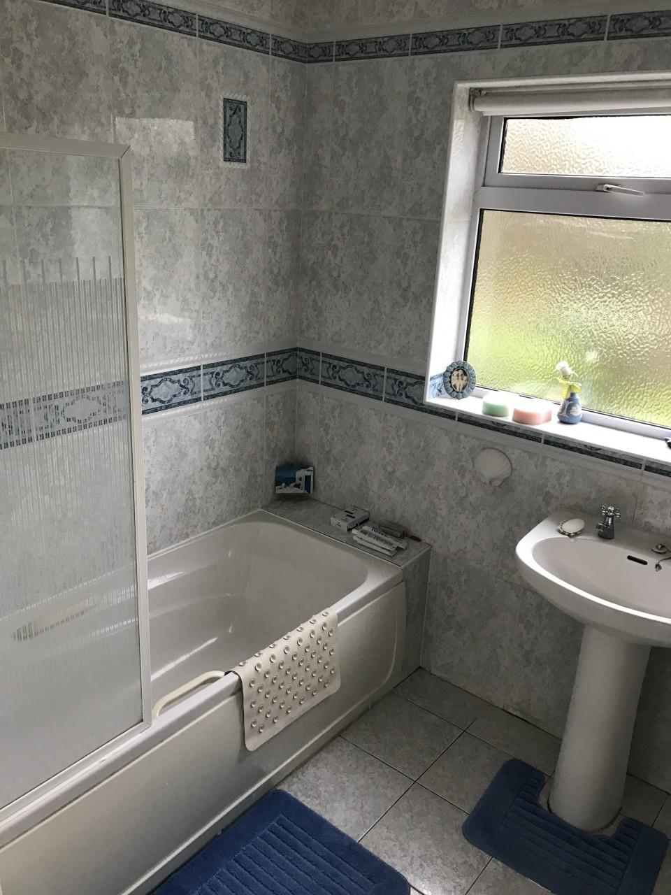 Enjoyable Transforming An Old Bathroom Into A Modern Wet Room Download Free Architecture Designs Momecebritishbridgeorg